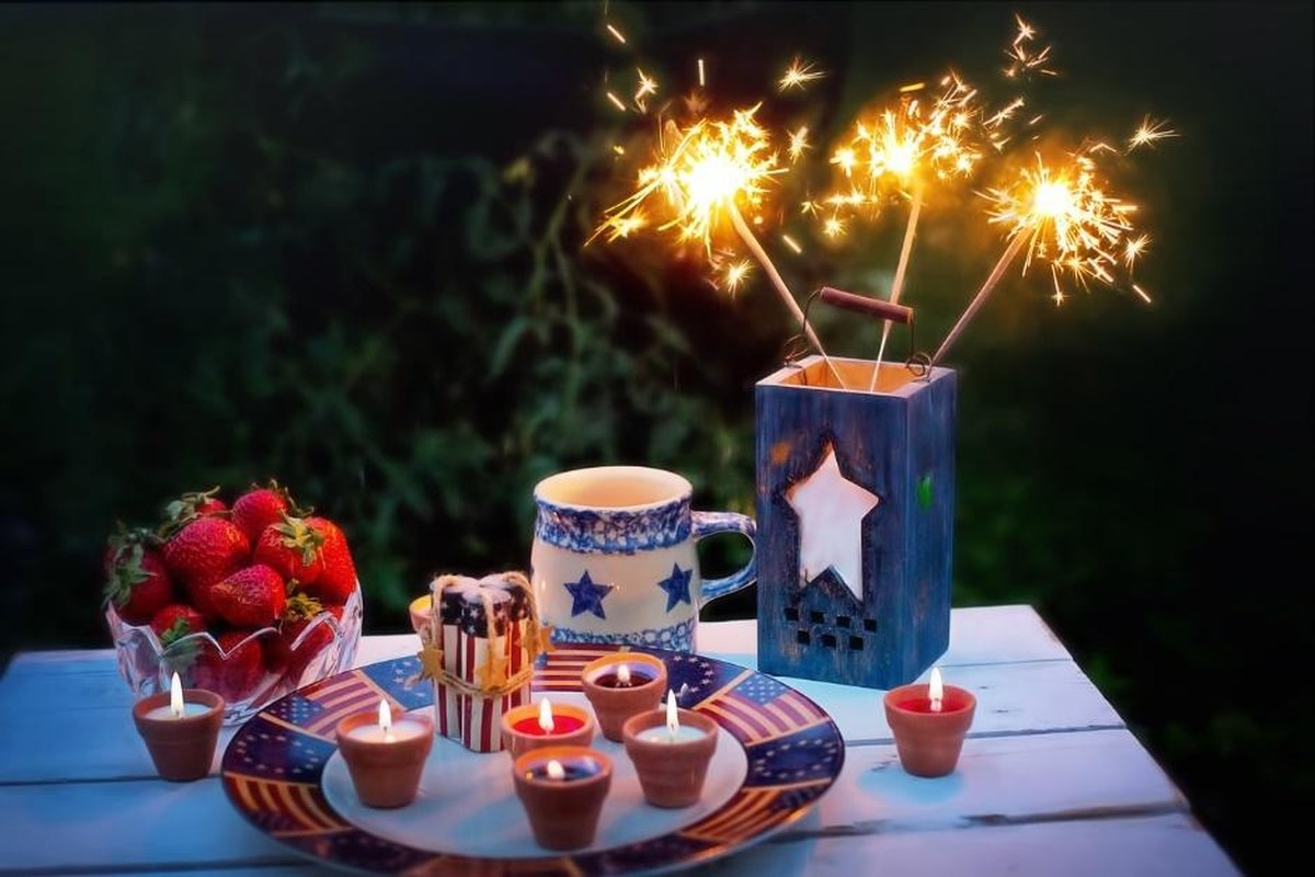 centerpieces and decor with stars and stripes