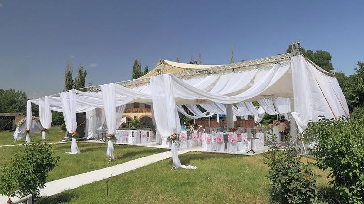 essential party tent hints