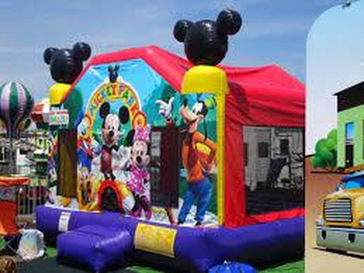 how to pick the best bounce house for your kids