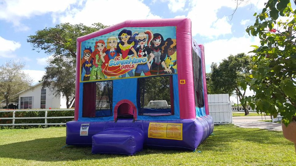 SUPER HERO GIRLS BOUNCE HOUSE